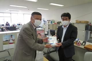 株式会社三陽製作所 代表取締役和田廣様より不織布マスク3,000枚をご寄付していただきました。