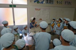 沖郷小学校で福祉教育を行いました。